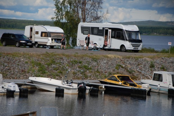 Husvagn- och Husbilsparkeringen i Siknäs Hamn 3 juli 2019